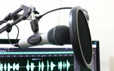 microphone-2170045_1920-min